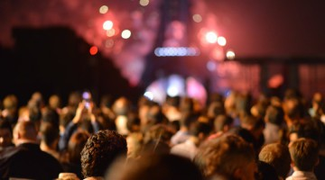 people-eiffel-tower-lights-night