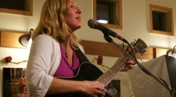 Theda Phoenix singing
