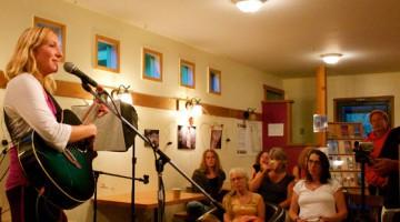 Theda singing
